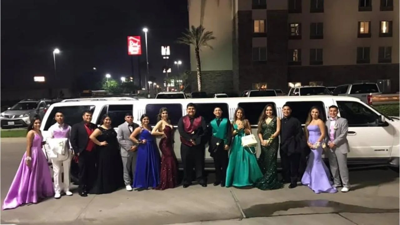 Limo Prom Texas Couple Helps Stranded Teens Make Prom Night