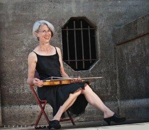 Joanna Shelton, Violin