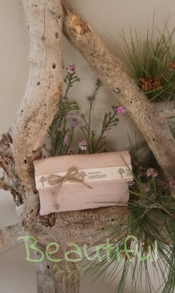 Μπομπονιέρα. Μπομπονιέρα Γάμου φάκελος, λινό ροζ με κορδέλα και φιογκάκι από λινάτσα χειροποίητο.