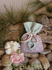 Μπομπονιέρα Βάπτισης. Μπομπονιέρα βάπτισης κορίτσι πουγκί, floral δίχρωμο με διπλό ύφασμα και μεταλλική καρδιά πετρόλ χειροποίητο.