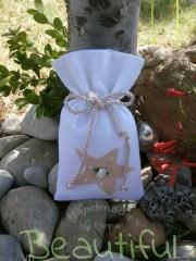 Μπομπονιέρες ιδιαίτερες. Μπομπονιέρα βάπτισης κορίτσι πουγκί, καμβάς λευκό με σχέδιο αστέρι, σατέν λουλουδάκι και κορδόνι ρεγιόν χειροποίητο.