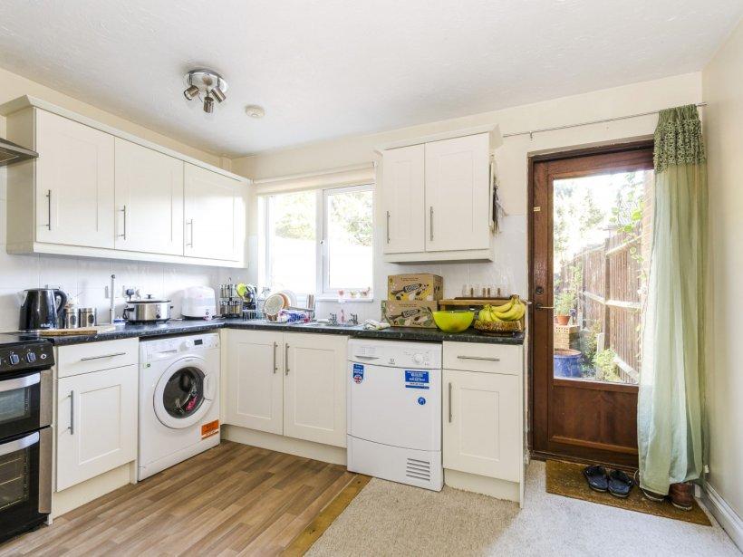 2 Bedroom Property To Rent In Woodrush Cresent Locks