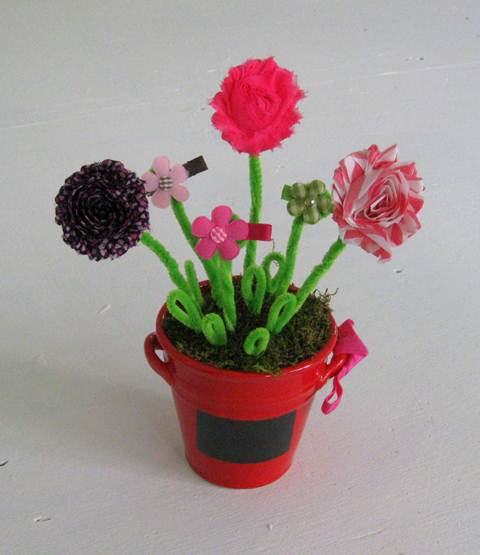 Flower pot with baby hair bows.  Cutest baby shower gift ever!    by Mrs. Fancee