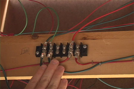 Video How to wire a model train layout for Digital Command Control