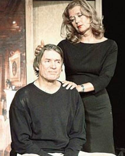 Последней постановкой, где Абдулов и Алферова вместе играли, был ленкомовский спектакль «Все проходит». «Я эту работу очень любила...»