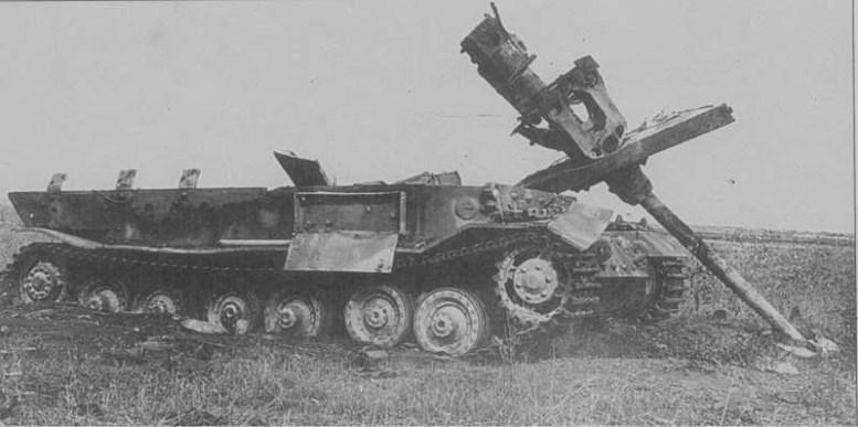 На фото подбитая САУ от прямого попадания бомбы сброшенной с самолета битва, война, курская