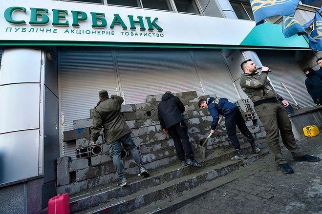 Все госбанки РФ на Украине ведут переговоры о продаже бизнеса