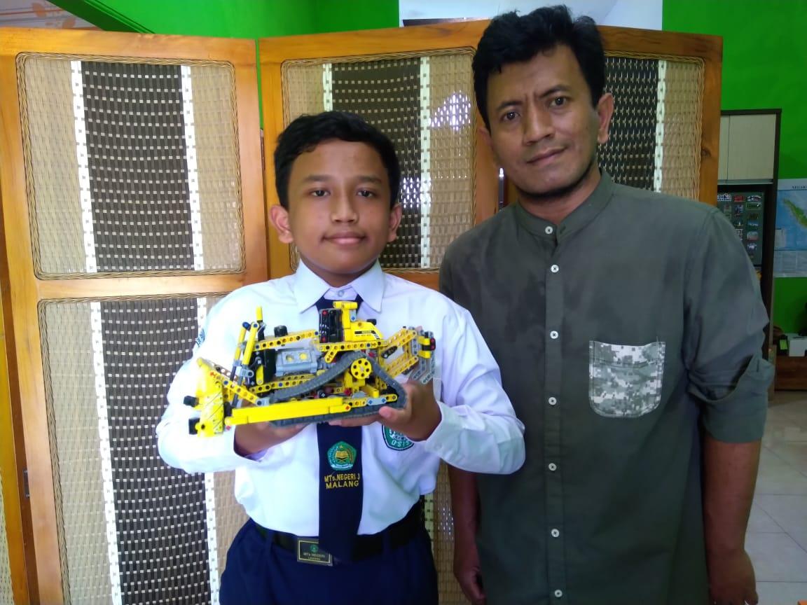 Siswa MTsN 3 Malang Juara Robotik Tingkat Internasional
