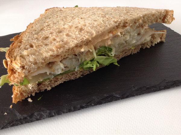 Sándwich de bacalao con mayonesa de chile
