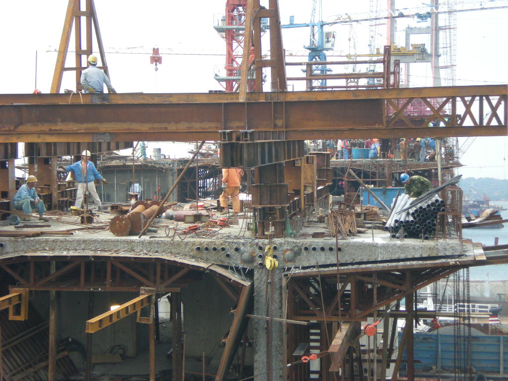 gambar pembangunan jembatan suramadu
