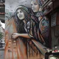 Eine Stadt, in der Ost und West aufeinander treffen – Werk von Alice Pasquini in Istanbul.