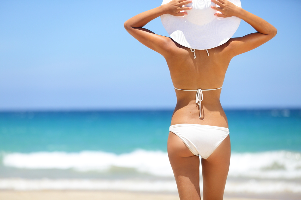 How to look great in a bikini: simple makeup and hairdo tips