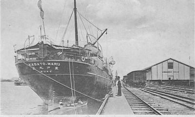 Navio Kasato Maru atracado no porto de Santos em junho de 1908 (Foto: Wikimedia Commons)