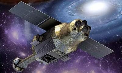 Ilustração do satélite ASTRO-H orbitando o espaço (Imagem: Divulgação/Jaxa)