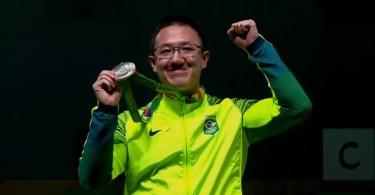 Felipe Wu ganhou a prata após uma disputada série final com o vietnamita Hoang (Foto: Reprodução/SporTV)