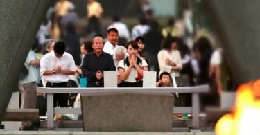 Os japoneses dedicaram um minuto de silêncio às vítimas do bombardeio atômico (Foto: Jun Ueda/Asahi)