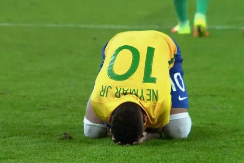 Neymar chora após converter pênalti que deu ouro ao Brasil (Foto: Reprodução/TV Globo)