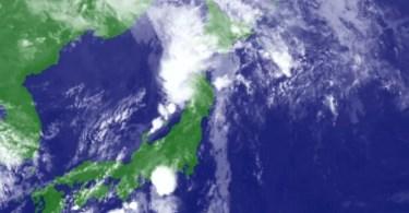 A imagem mostra a parte oeste de Hokkaido completamente coberta por nuvens de chuvas às 9h locais de terça-feira (Foto: Satélite Himawari/JMA)