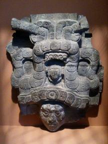 Foto por Carlos Sical - El Jaguar, Museo De Quai Branly, Exibicion del arte Maya, en Paris, Francia. **Mayan piece exhibited in Paris, France, in the museum of Quai Branly.