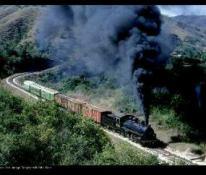 "Ferrocarril de Guatemala, ""La maquina Negra"" - foto por Victor Pensamiento"