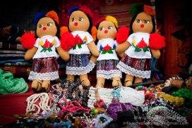 Artesanias en Guatemala, munequitas tipicas - foto por Mario Mejia