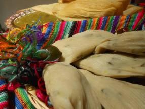 Tamalitos de puntita de ayote con su salsa verde - foto por Irasema Mont