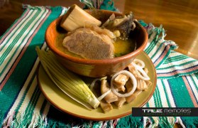 Caldo de Pata y Panza de Res - foto por True Memories (photography)