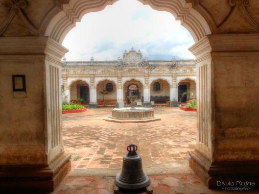 El antiguo edificio de la Universidad de San Carlos USAC en Antigua Guatemala - 4 foto por David Rojas