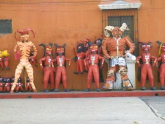 Los diablitos para el 7 de Diciembre, celebrando la tradicional Quema del Diablo - foto por Mario Velasquez