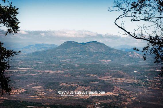 Volcán de Ipala, Chiquimula, tomada desde la Cumbre del volcán Suchitán - foto por Maynor Marino Mijangos