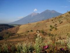 Volcanes de Fuego y Acatenango - foto por Lusvin Gonzalez