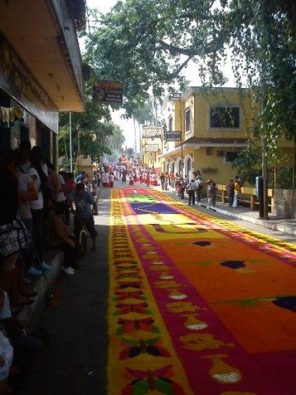 Alfombra de Semana Santa, la mas grande de Retalhuleu, elaborada por la Familia Gordillo Estrada - foto por Amilcar Monterroso