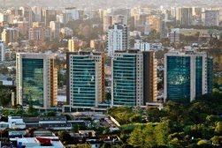 La Moderna Ciudad de Gautemala - foto por Joel S Yok.