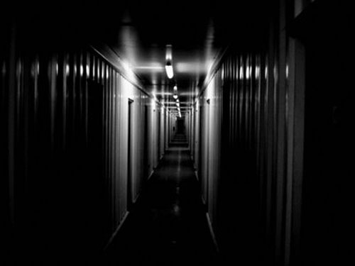 Pasillo-oscuro-1 Hotel Cecil: El hotel del terror