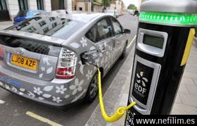 dddd-1 Las petroleras pactan bajar el barril a 20 dólares para hundir al coche eléctrico