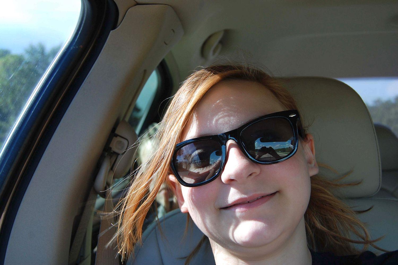"""se-toma-un-selfie-en-el-coche-y-captura-el-fantasma-del-nino-que-murio-alli-en-un-accidente-1 Se toma un """"selfie"""" en el coche y captura el 'fantasma' del niño que murió allí en un accidente"""
