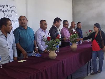 En representación del Gobernador del Estado, Gabino Cué Monteagudo, el titular del IOAM, Rufino Domínguez Santos, inició la entrega de recursos económicos del Fondo de Apoyo a Migrantes 2015 por más de 7 millones de pesos, beneficiando a un total de 640 personas de comunidades de la región Mixteca en proyectos productivos, de capacitación y vivienda.