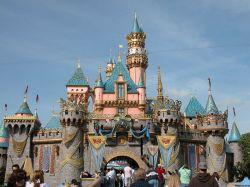 Es un parque temático diseñado por Walt Disney y situado en Anaheim ...