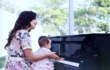 """""""Coração de Mãe"""": assista o clipe de Aline Barros em homenagem ao Dia das Mães"""