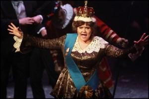 Královna (Ilona Csáková) vládne už 50 let…