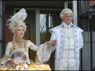 Královský pár Iva Marešová a Michal Novotný vstupují na pažit