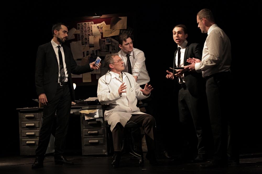 Agent Branton (Ondřej Černý), Doktor Wanamaker (Václav Kolář), Agent Cod (Adam Rezner), Agent Dollar (Martin Holec), Carl Hanratty (Martin Stránský)