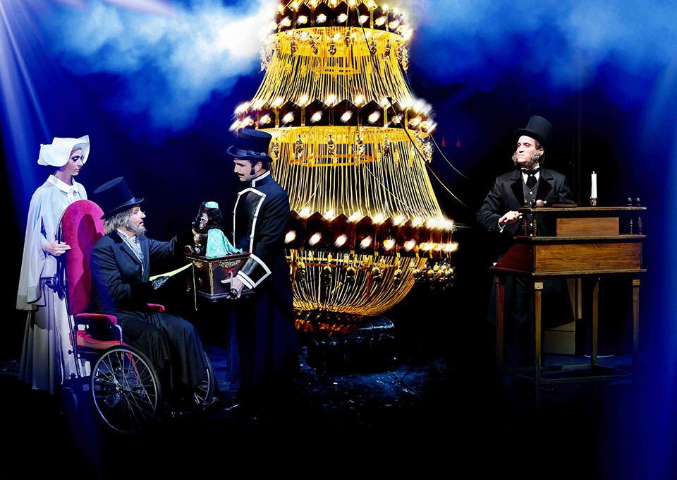 Úvodní scéna Fantoma opery