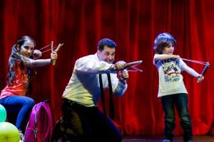Martin se právě seznamuje s Klárou a Michaelem (talentovaní Natálie Grossová a Filip Vlastník)