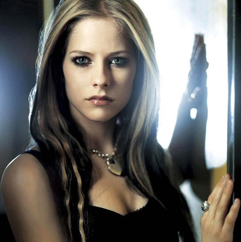 Two Girls Wallpaper Avril Lavigne Canadian Music Blog
