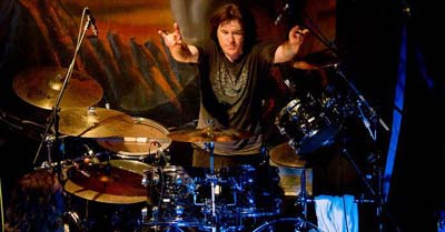Simon Wright drummer
