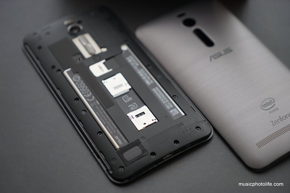 ASUS Zenfone 2 rear inside