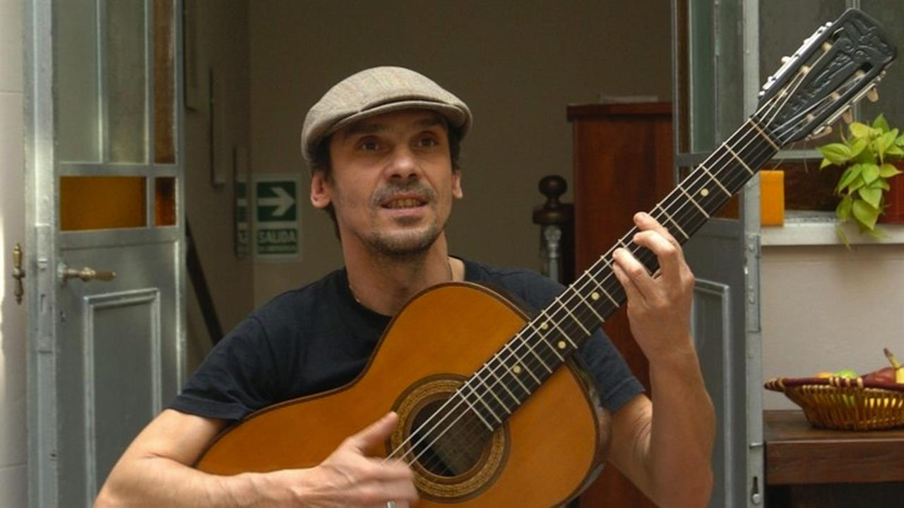 Manu Chao Por El Suelo Four Continents Come Together For Manu Chao S Clandestino Music