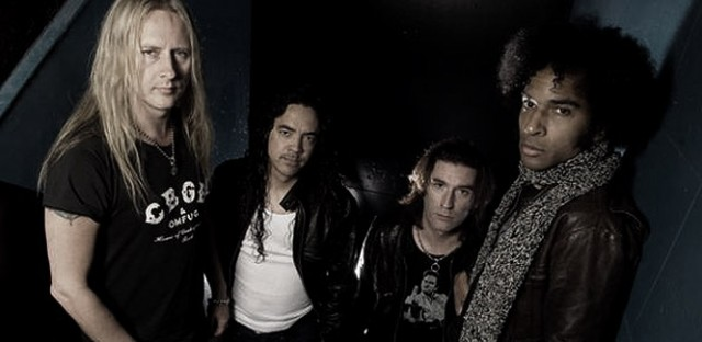alice-in-chains-2013-band-picture
