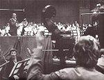Hartmut Schmidt, Chor und Orchester und Kurt Edelhagen bei der ersten Schallplattenproduktion des Musikvereins, der